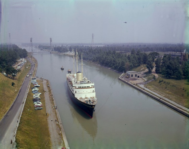 HMY_Britannia_Welland_Canal_1959_MIKAN_4821456