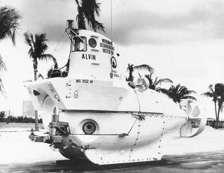 Alvin_(DSV-2)_port_bow_view