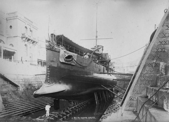 HMS_Polyphemus_dique_seco_Malta