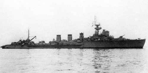 Japanese_cruiser_Kitakami_1945