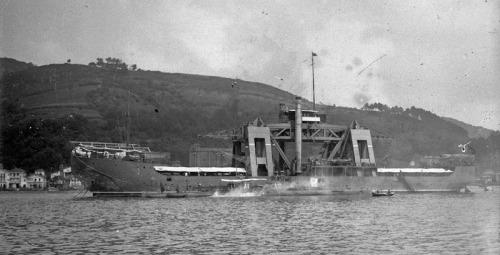 Kanguro_y_submarinos_A-1_y_A2_en_la_bahía_de_Pasajes_(1922)