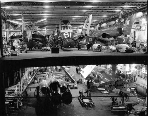 HMS Ark Royal_doble hangar