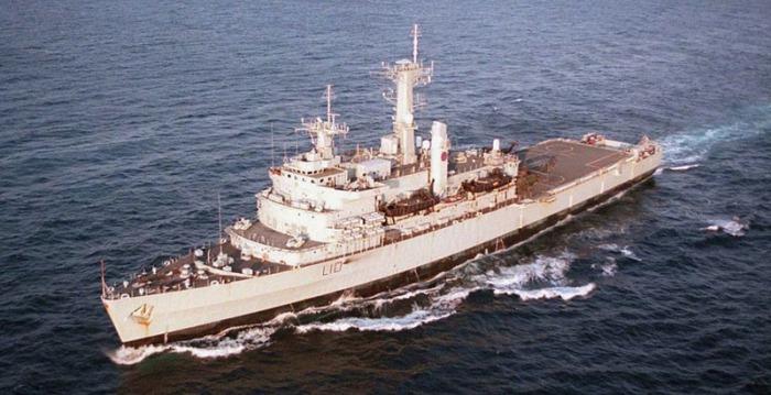 HMS Fearless L-10