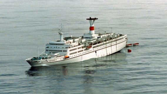 TS Maxim Gorkiy_iceberg