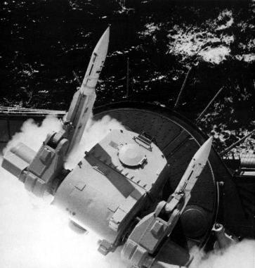 USS_Columbus_(CG-12)_launches_RIM-24_Tartar,_in_1972