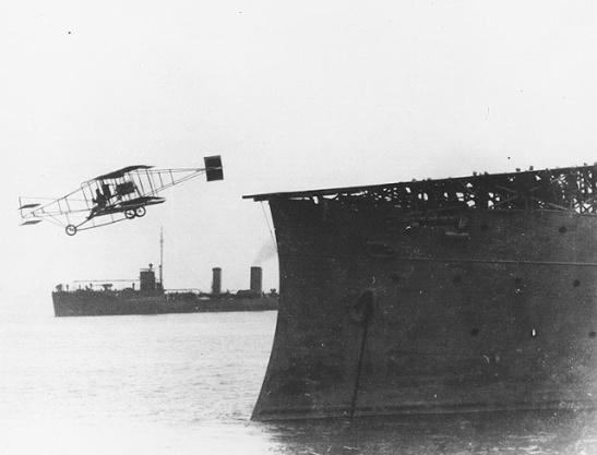 Primer vuelo Ely_USS Birmingham.jpg
