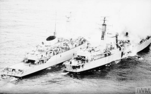 HMS ARROW ALONGSIDE HMS SHEFFIELD, 4 MAY 1982: PHOTOGRAPHS BY BR