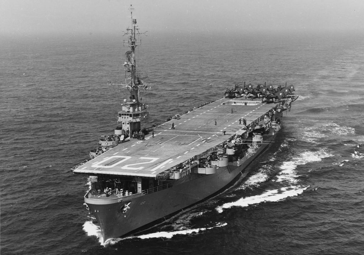 Portaaviones USS Mindoro y las aeronaves más ligeras que el aire