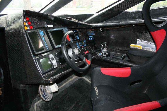 Earthrace cabina - PB-WK